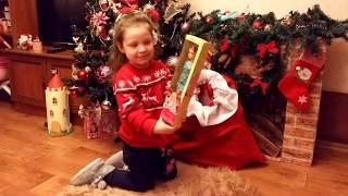 С Новым годом! Милана нашла мешок Деда Мороза. Обзор подарков. Happy New Year! Presents from Santa