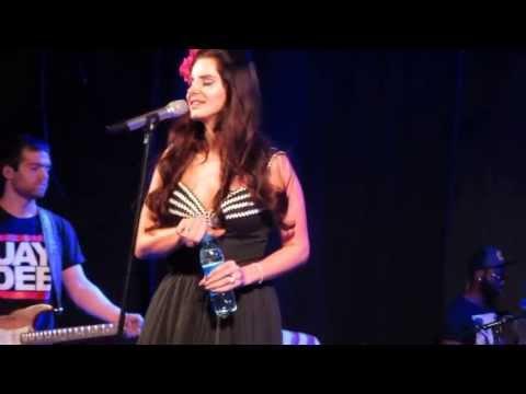 Baixar Lana del Rey - Summertime Sadness + smoking on stage [Live in Madrid 2013]
