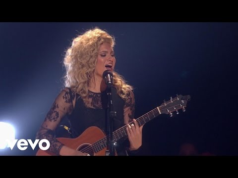Tori Kelly - Nobody Love (2015 Radio Disney Music Awards)