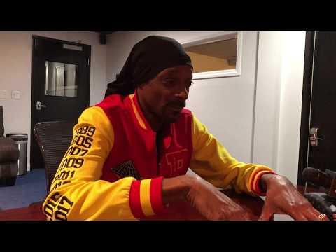 Snoop Dogg Explains why He Hates Working w/ Dr. Dre & Talks Ending Gang Violence