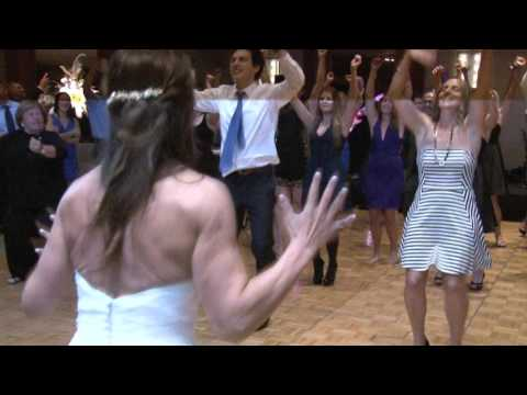 Kelly Clarkson Flash Mob Wedding Surprise