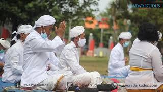 KHYUSUK Begini Suasana Umat Hindu Upacara Melasti di Pantai Bandengan