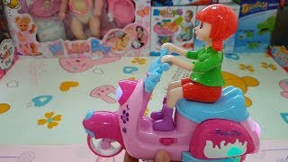 Kind Girl Motorcycle with Flashing Light and Music Happy Time to Unbox New Toys
