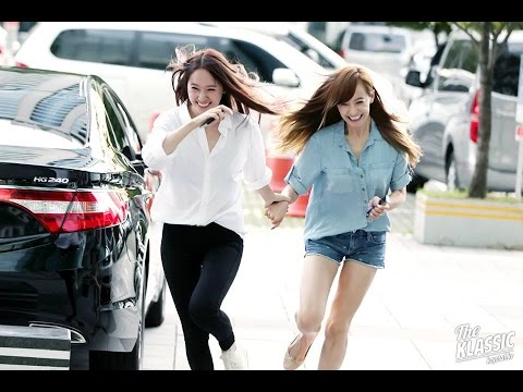 f(x) Krystal and Victoria (KRYSTORIA) Moments