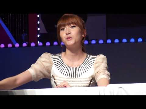 120901 Jessica @ Look Sign Event