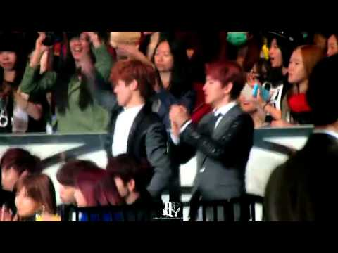 [SEOHAN]Luhan and Baekhyun were Crazy Fanboys when SNSD won at MAMA 2013!!!