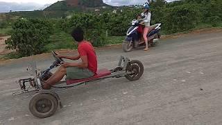 Xe tự chế kiểu mới lạ.