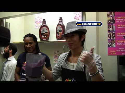 Han Geng of Korea's 'Super Junior': Millions of Milkshakes Flavor!- Hollywood.TV