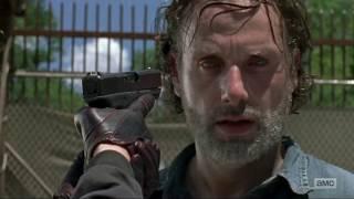 The Walking Dead 7x08 - The Saviors beat up Aaron