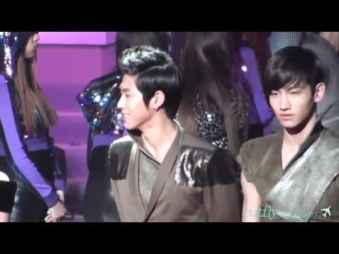 110114 Fancam Homin in Music Bank ending