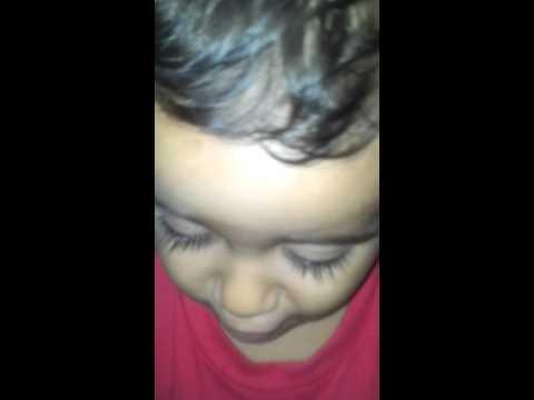 Baixar Daniel cantando o tema de Theo e Morena