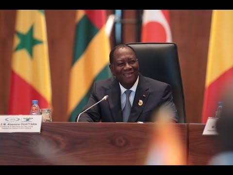 S.E.M. Alassane OUATTARA a présidé le 22è Sommet Extraordinaire de l'UEMOA, à Dakar.