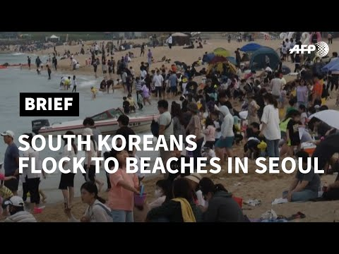 Crowds pack Seoul beach as new virus cases drop | AFP photo