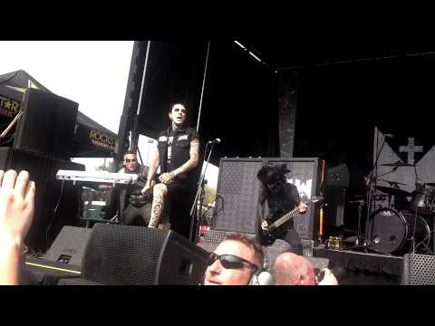 Baixar Motionless In White - Devil's Night live Phoenix, AZ Mayhem Festival 2013
