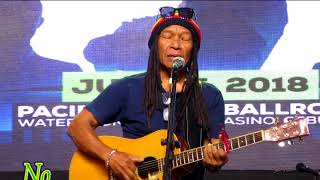Norman Mitchell Stand Up Comedian Sings Do Re Mi Parody in Manila Philippines