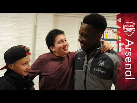 Arsenal players surprise local community ahead of festive period