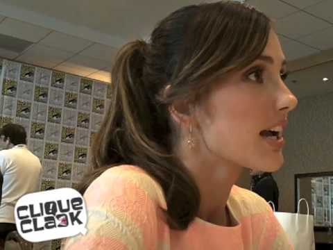Minka Kelly @ 2013 SDCC - YouTube