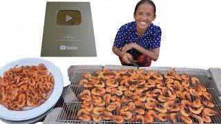 Bà Tân Vlog - Nướng 300 Con Tôm Siêu Cay Khổng Lồ Ăn Mừng Nhận Nút Bạc