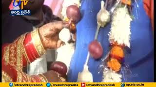 UP Bride And Groom Exchange Garlands Of Onion, Garlic At W..