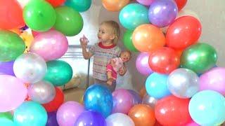 Играем воздушными шариками Play balloons with Alice