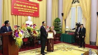 Trao Huy hiệu 70 năm tuổi Đảng cho nguyên Phó Chủ tịch nước Nguyễn Thị Bình
