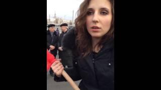 Ruşi veniţi în Piaţa Roşie, nu prea ştiu de ce protestează
