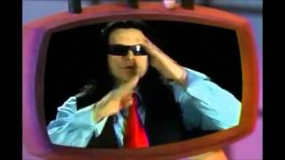 Tommy Wiseau teaches us a cool thing to do!