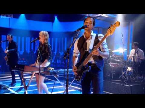 Metric - Gimme Sympathy (Live on Jools Holland)