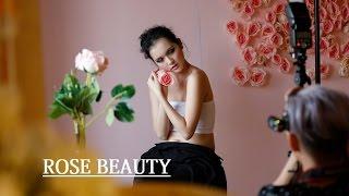 Người mẫu 19 tuổi hóa thân thành hoa hồng