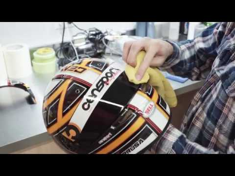 Tyler Cenarussa from Censport Graphics paints his Bell Helmets RS7 Carbon
