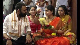 Minister Kodali Nani, Wife, Daughters Visit Vijayawada Kan..