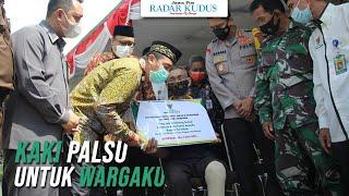 BIKIN HARU!!! Difabel Ini Terima Kaki Palsu dari Bupati Rembang