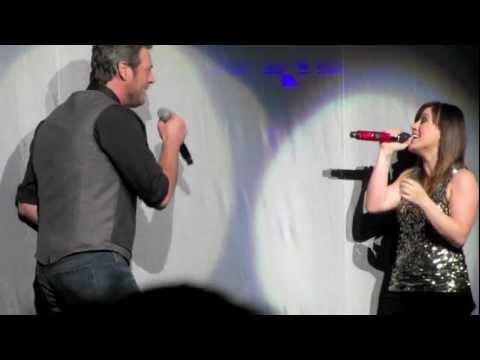 Kelly Clarkson & Blake Shelton - Don't You Wanna Stay