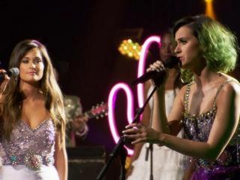 Katy Perry And Kacey Musgraves Perform a Dolly Parton Classic (Exclusive Video)