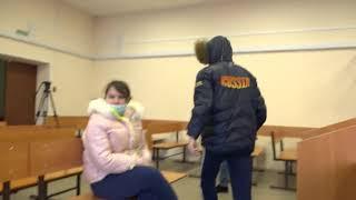 Сдают нервы — главарь банды сутенеров разбил лавочку в Куйбышевском суде штативом