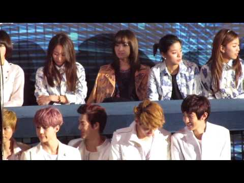 [FANCAM] 121230 SBS Gayo Daejun F(X) at Artist Table feat. EXO