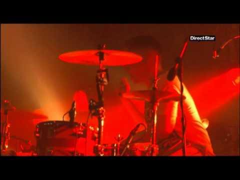 Arctic Monkeys - This House Is A Circus (Eurockéennes de Belfort 2011)