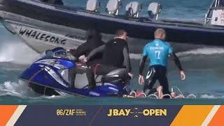サーフィン中にサメが襲撃