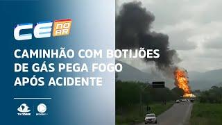 Caminhão com botijões de gás pega fogo após acidente