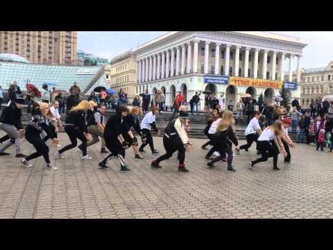 EXO k-pop Flashmob in Kiev, Ukraine 2013.09.22