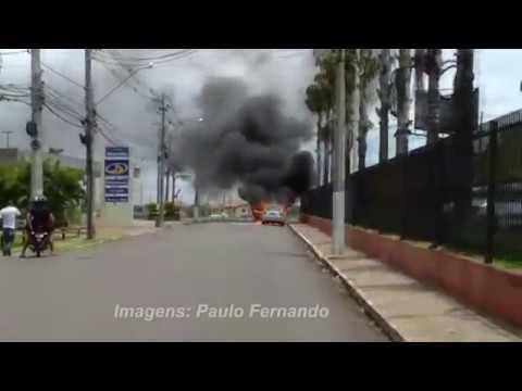 Incêndio destrói carro no campus universitário