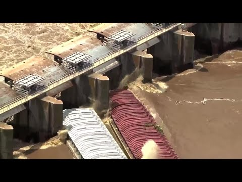 Barges Smash into Lock and Dam in Webbers Falls