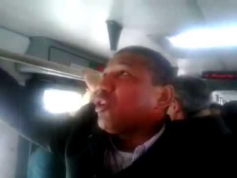 Pello osorio cantando y predicando en bus de trasmilenio..