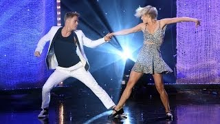 Julianne and Derek Hough Perform