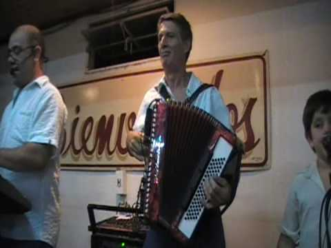 el mariachi kilometro 11 y otro (chamame estilo tropical) acordeon