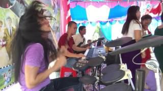 Ca sĩ hát bá đạo rớt nhịp tùm lum drum theo đấm đuối