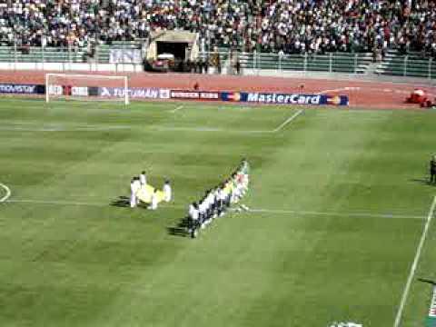 bolivia 6 - argentina 1 (cantando los himnos de aregntina y bolivia en el estadio)