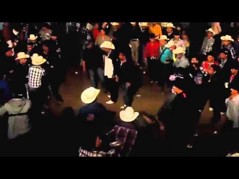 Baile Y Madrazos En Peregrina - Grupo Legitimo
