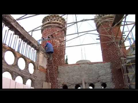 Монах поминал 52 години градејќи ја оваа прекрасна катедрала… од отпад