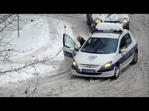 Policija sa letnjim gumama